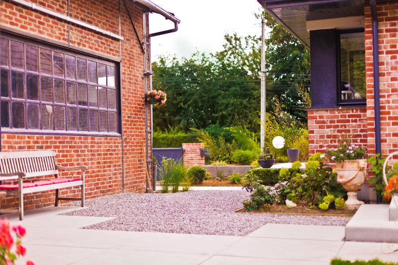 Terrasse en cailloux nice decoration jardin avec galets d for Terrasse avec cailloux