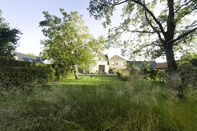un jardin campagnard peut tre un jardin moderne si vous vous posez derrire le massif compos de gramines dun hortensia feuilles de chne